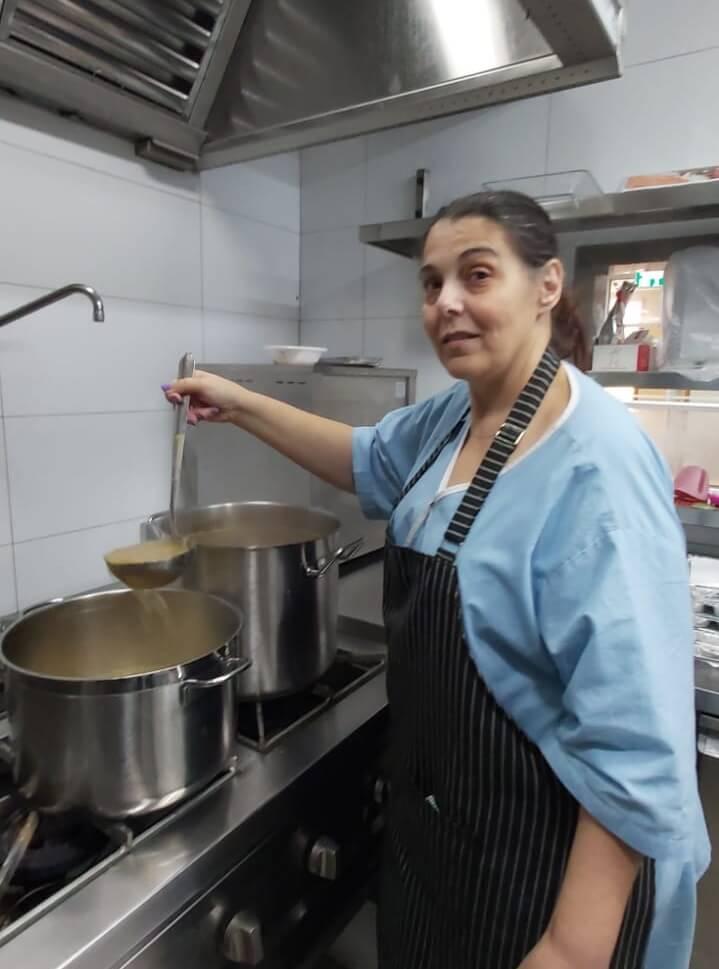 טבחית במעון קלור לחולי סרטן